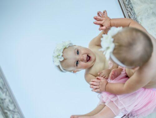 Voordelen van spelen voor de spiegel met je baby