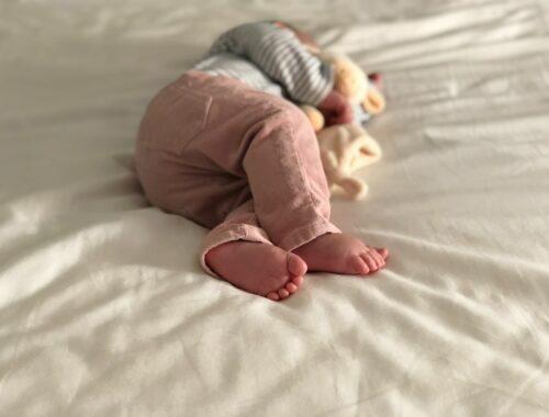 hoeveel uur slaapt een baby overdag